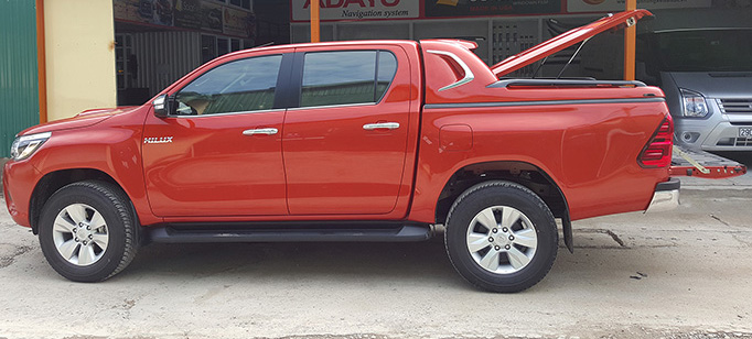 nap-thung-thap-toyota-hilux-2015-1