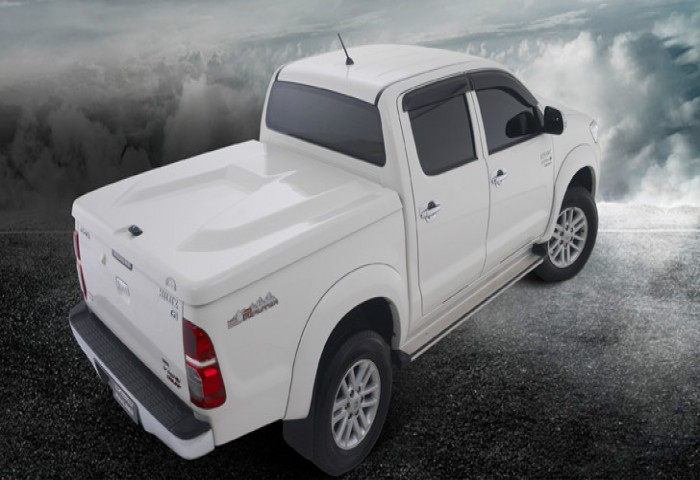 nap-thung-thap-toyota-hilux-mo-180-do